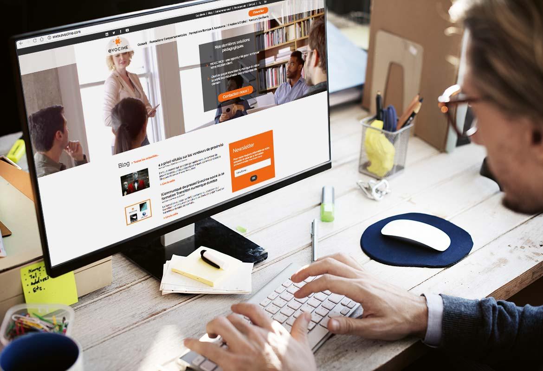 Image montrant la page d'accueil du site vue d'un écran d'ordinateur bureau